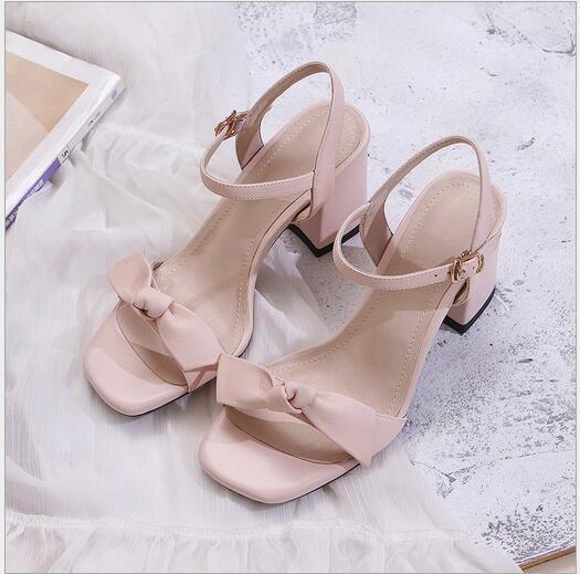 Kadınlar İçin Tek Kelimeli Tokalı Yeni Topuklu Sandalet Türü