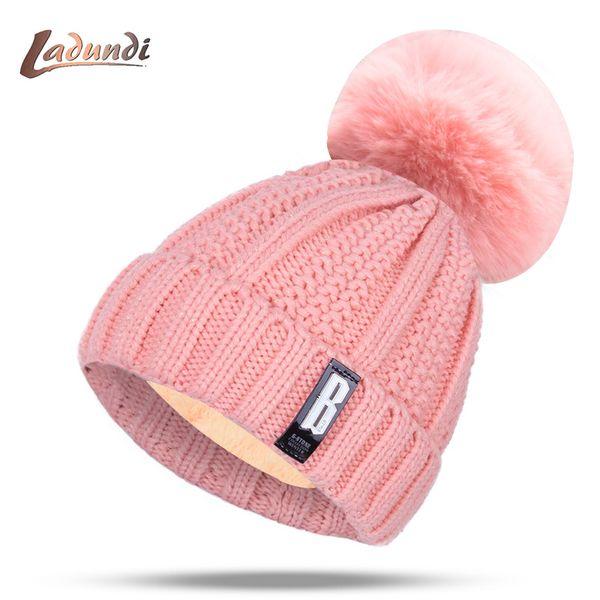 2019 Nouveaux pompons Femmes Hat hiver Mode solide plus polaire chaude Bonnet tricoté avec capuche Cap épais à capuche en gros