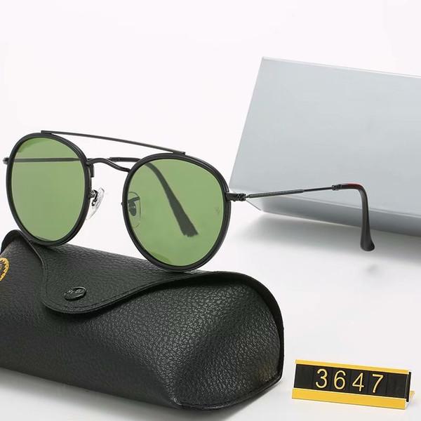 أسود غامق اللون الأخضر