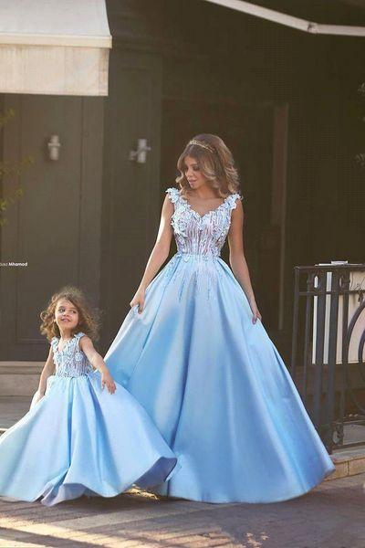I bei vestiti di partito di promenade del merletto Appliques 2019 V-Neck La madre e la figlia che abbinano i vestiti Abiti di spettacolo delle ragazze Le ragazze di fiore vestono l'abitudine