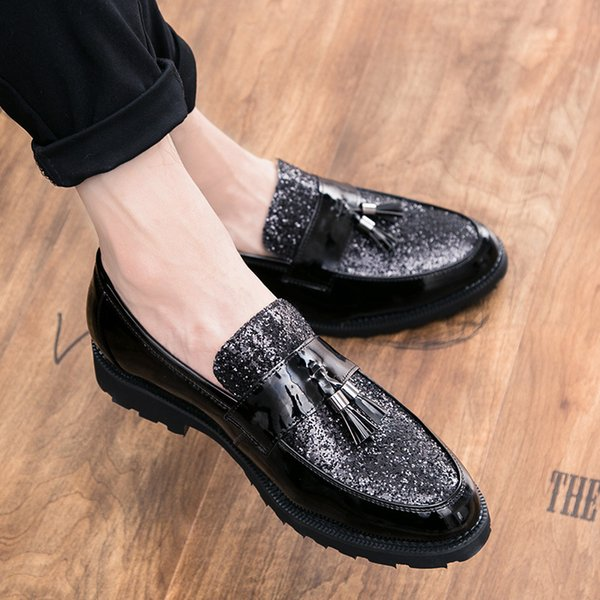 La moda de los hombres ata los zapatos de punta estrecha de cuero del vestido de boda zapatos Bullock zapatos de cuero de negocios informal transpirable