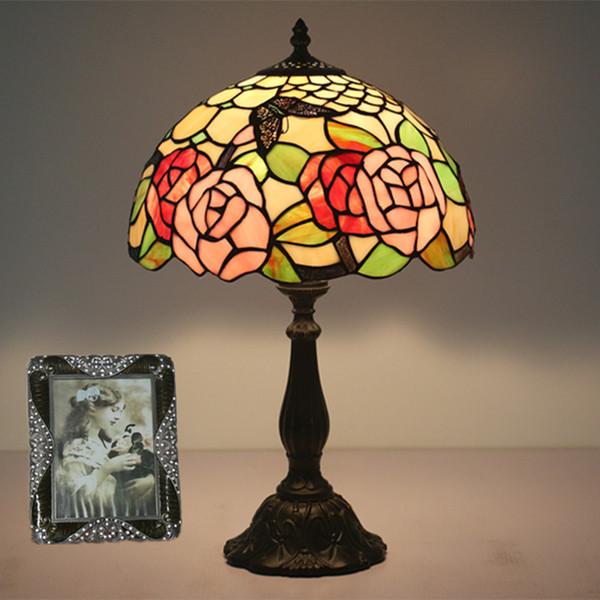 Créatif De Luxe Papillon Fleurs Conception Lampe De Table Salon Chambre Lampe Étude Restaurant Restaurant Bar Café Abajur para quarto Européenne Lampe De Bureau