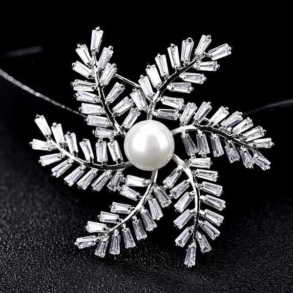 Trendy Yeldeğirmeni Kristal Broş İçin Düğün Yeni Geliş Lüks Yaprak İnci Korsaj Kadınlar Moda Broş iğneler Toptan