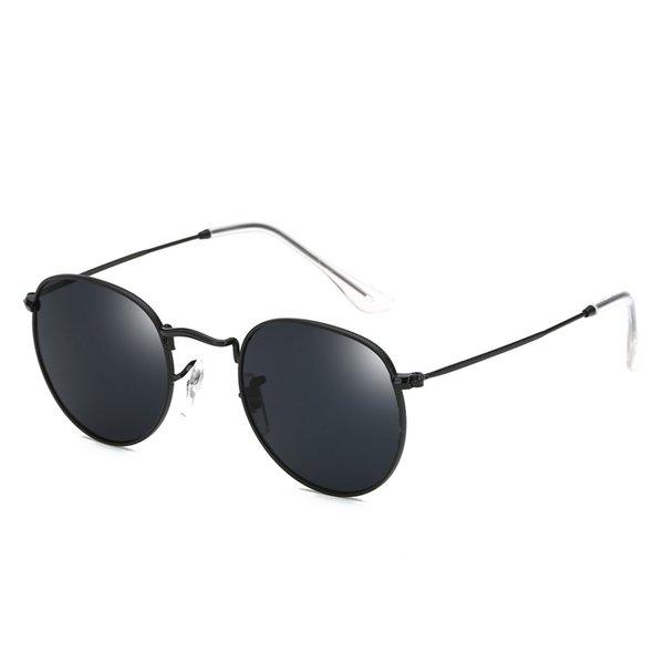 Nouvelles lunettes de soleil Métal Lunettes de soleil rétro Mode Lunettes de soleil Dames résistant à la pression Forte Double charnières Couleur Film pare-soleil