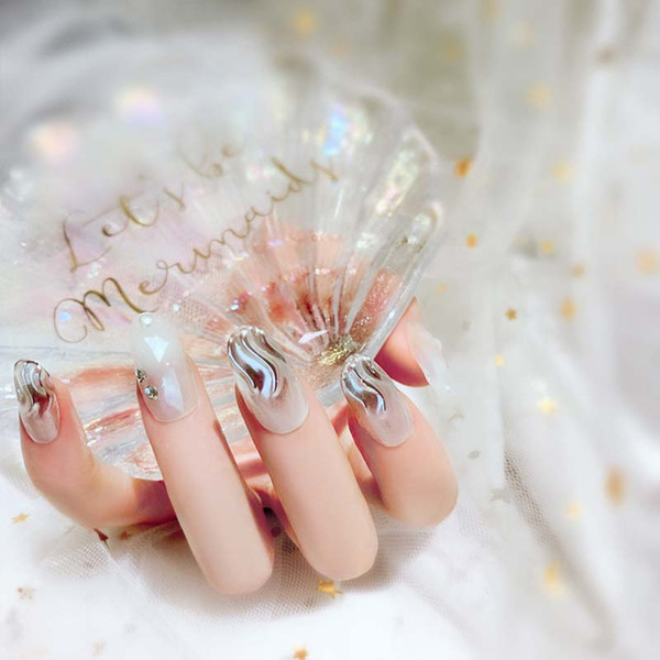 Summer Style Exquisite Charming Wave 24pcs Artificial Art Nails Shiny Diamante Long Round Head Full Cover False Nail With Glue