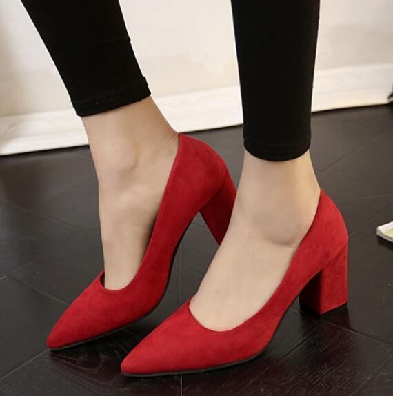 Ücretsiz kargo Pompaları ile 2018 Sivri yüksek topuklu ayakkabılar topuk ile sığ ağız kadın kırmızı gelin ayakkabı siyah vahşi süet ayakkabı