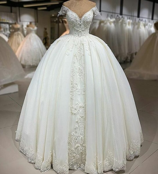 Gorgeous Tulle Ball Gown Wedding Dresses Pearl Beaded Lace Appliques V Neck Off Shoulder Simple Temperament Arabic Bridal Gowns Custom Made