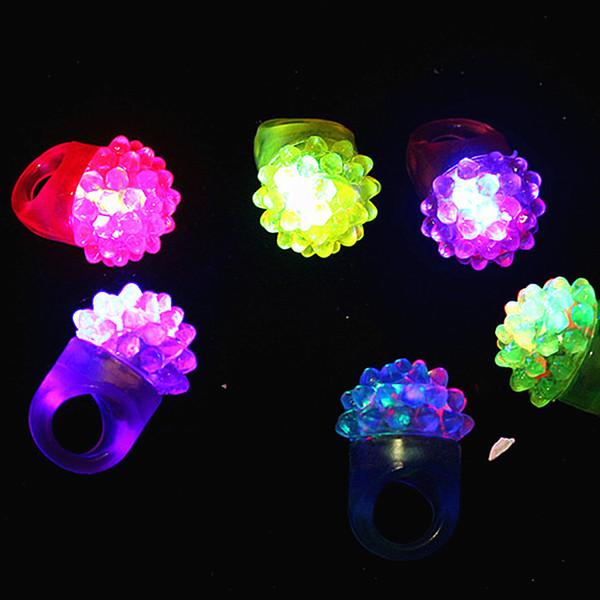 Anillo de luz resplandeciente de fresa LED destellante Barra de anillo de dedo Juguetes rave de DJ Luz de goma elástica Anillo parpadeante Fiesta de Halloween