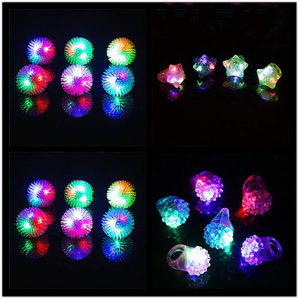 Anillos LED de goma suave fresa Emoji pentagrama anillos Led Light Up Intermitente Intermitente Luces de dedo para Party Disco 36pcs / set LA41