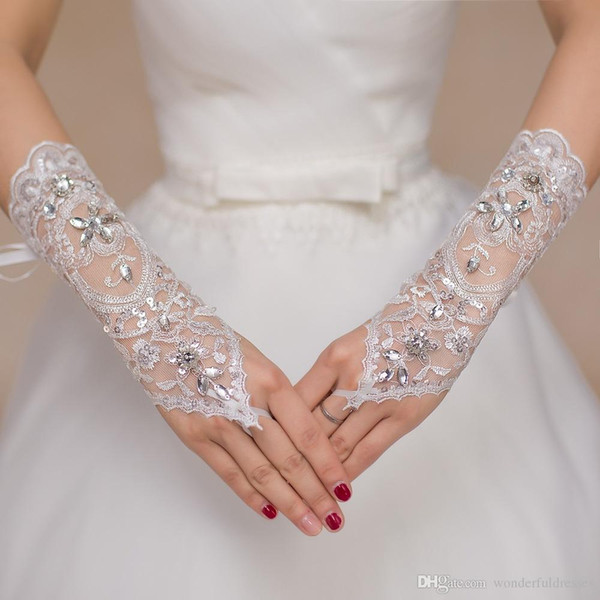 Beaded Glove 2016 Wedding Gloves Cheap One Size White Fingerless Crystal Lace Sequin Short Bridal Gloves Elbow Wedding Accessory