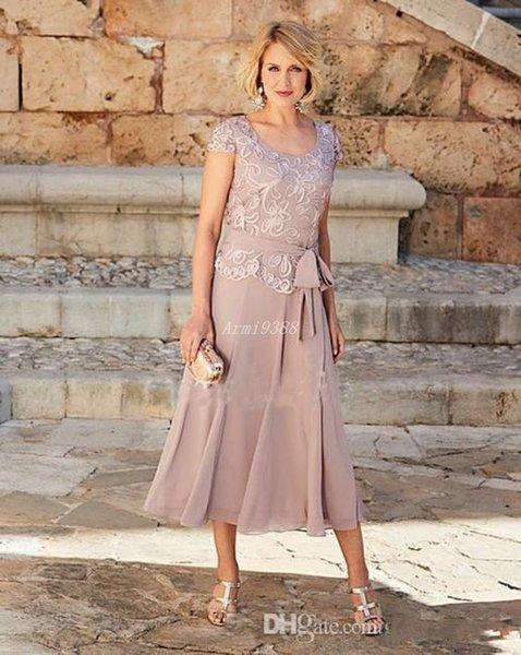 Dusty Rose magnifique rose Mère de robes de mariée à encolure dégagée robe de mariée avec des clients manches courtes Une ligne de thé longueur robes de soirée