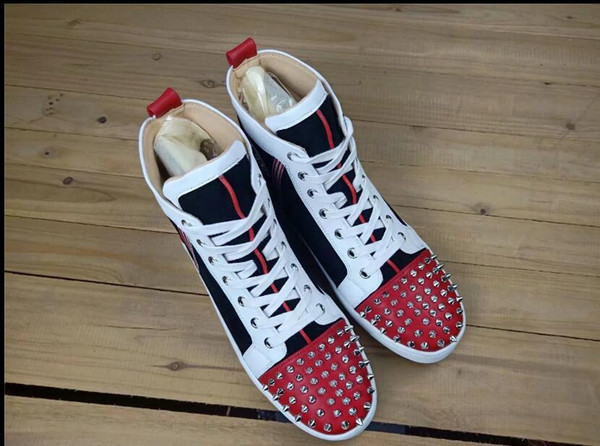 2019 new Fashion Designer Brand Studded Spikes Flats shoes Red Bottom Shoes For Men and Women Party Lovers Genuine Leather Sneakers