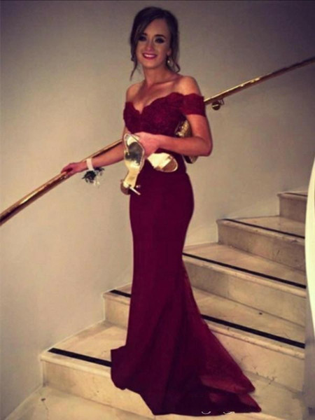 2020 Burgundy Evening Dresses Wear Mermaid Off the Shoulder Lace Appliques Satin Prom Dresses Long Evening Gowns Cheap Bridesmaid Dresses