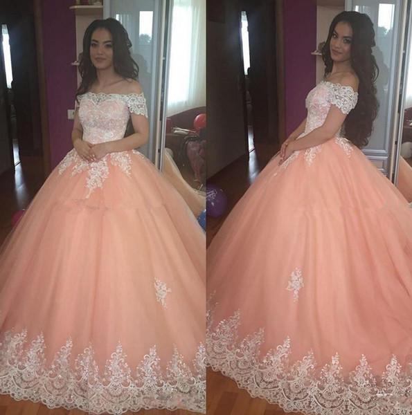 Doce 16 Peach Quinceanera Vestidos 2019 Fora Do Ombro Tulle Apliques Puffy Corset Voltar vestido de Baile Princesa Formal Vestidos de Festa de Formatura