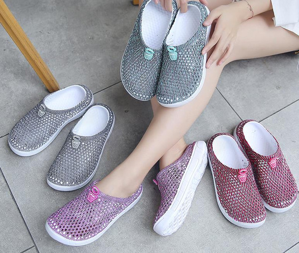 Middle-aged women's nest outside wearing plastic beach women's slippers mother shoes temperament Thailand seaside holiday women's shoes summ