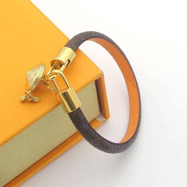 top popular luxury jewelry women leather designer braceltes with gold HEART brand logo on it high-end elegant four leaf flowers pattern couple bracelet 2021