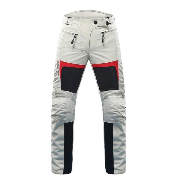 seulement des pantalons gris