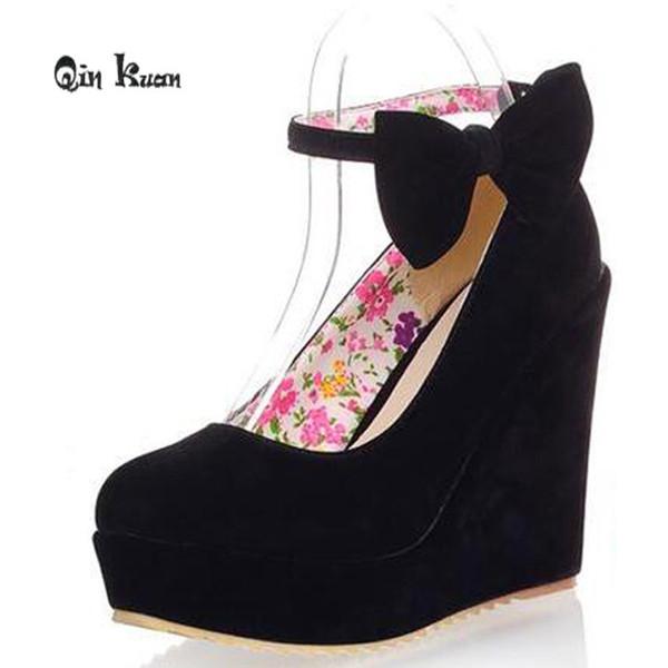 Dress Qin Kuan dolce donna scarpe da sposa delle signore punta rotonda cuneo fibbia da sposa cinghia donne tacchi alti scarpe damigella d'onore taglia 34-39