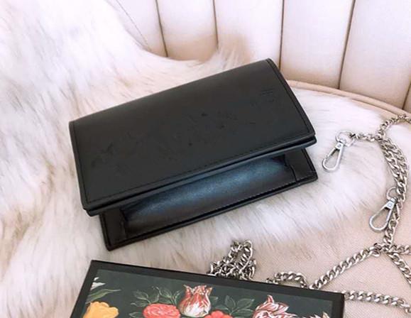 Die Neue Modekette Schulter Seine Kleine Briefe Dame Geldbörsen Handtasche Leder Brieftaschen Für Designer Frauen Umschlag Geldscheinklammer Geldbörse