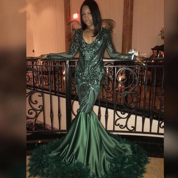 2019 Koyu Yeşil Mermaid Uzun Kollu Gelinlik Modelleri V Boyun Payetli Tüy Zümrüt Ünlü Elbisesi Sweep Tren Afrika Abiye giyim