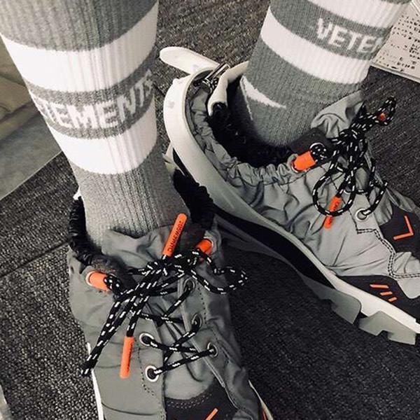 Kanye vetements reflexivo meia rua moda sports confortável bonito socking primavera outono inverno respirável mid meias meias hfymwz026