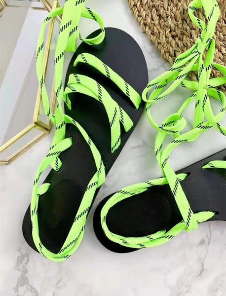 Neue Sommer handgemachte Band Sandalen High-End-Designer Damen Strandschuhe Classic rutschfeste und verschleißfeste flache Sohlen Schuhe Original Box