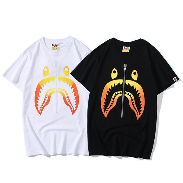 Mens Designer T Shrits 2019 Marca de Moda de Verão Imprimir Camisetas com Padrão Mens de Luxo Camisas Casuais Homens Tops Tee 2 Cores Tamanho S-2XL