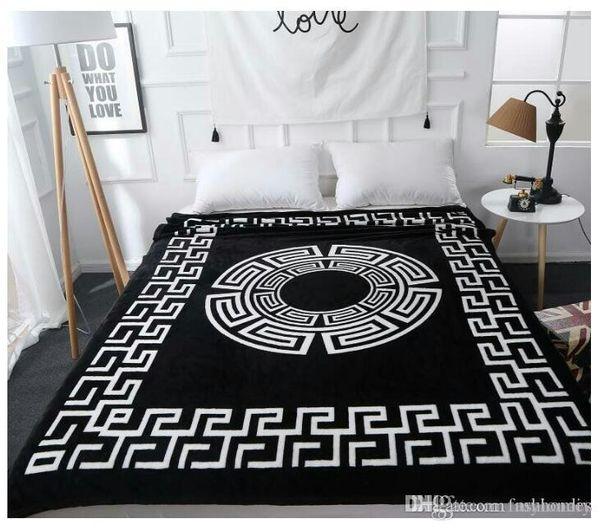 Asciugamano da spiaggia stampato di cotone di vendita calda di disegno di marca Asciugamano di coperta all'aperto del tovagliolo di nuoto dell'hotel del tovagliolo di nuoto di colore nero Coperta robusta nera del knit