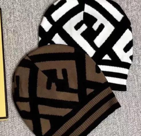 2019 Chapeaux mode pour hommes et femmes Bonnets en laine tricotés Bonnets décontractés Bonnets embroidery Sports d'hiver Casquettes top brown