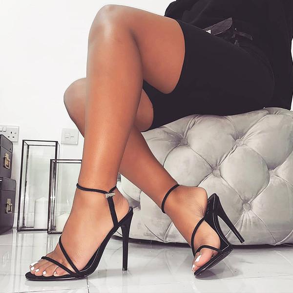 2019 modèles d'explosion été la station européenne sandales femmes bonbons couleur brillante talons hauts chaussures pour femmes de grande taille 43 verges