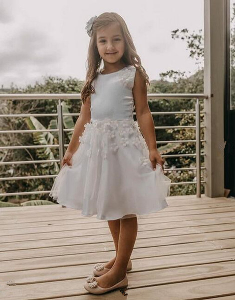 2019 white Cute A-Line Flower Girl Dresses for wedding knee length with 3D Flowers lace Bateau 2019 Cheap Baby First Communion Dresses