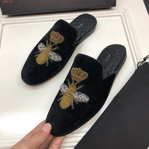 British Men Velvet Slippers Dress Shoes Crown bee Embroidery Velvet Shoes Vintage Men's Flats Casual Shoes Black