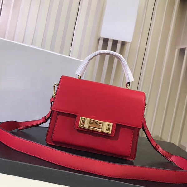 2018 new bag, Super capacity, into the oral layer of cowhide, semi-shaped bag, original counter hardware lock feel soft and comfortable