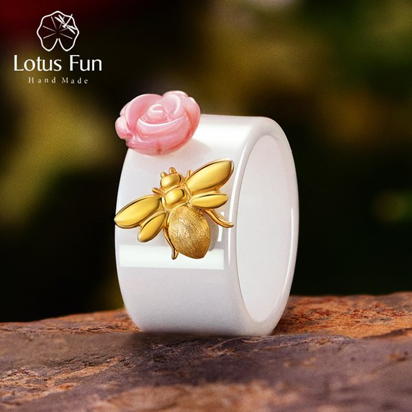 Lotus Fun Real 925 Sterling Silver Natural Handmade Fine Jewelry Anello in ceramica Carino Bee Kiss da una rosa Anelli per le donne Bijoux J 190515