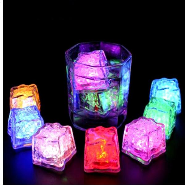 LED Buz Küpleri Bar Hızlı Yavaş Flaş Otomatik Değişen Kristal Küp su-Aktif Işık-up Romantik Yaratıcı Parti Düğün Noel Hediyeler Için LT651