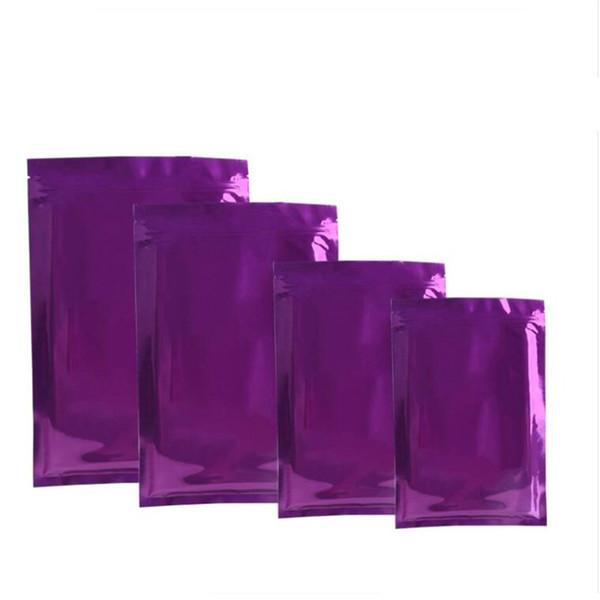 De color púrpura