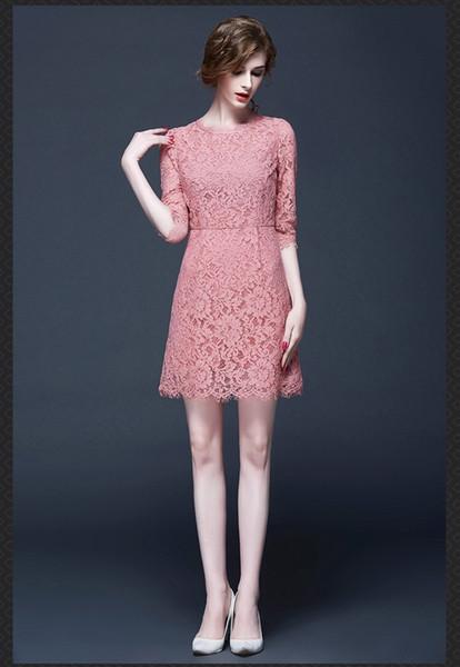 Femme 62 Grande robe en dentelle à sept manches élégantes à la mode met en évidence les femmes courbes beauté Street Photo même style