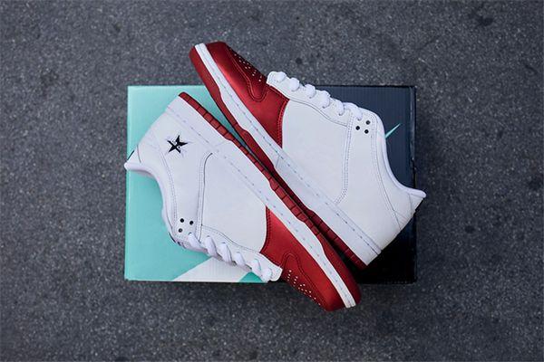 2019 Nouvelle édition Originals 018Supreme x SB Dunk Faible CK3480-600 Rouge Blanc Décontracté Hommes Femmes Planche À Roulettes Chaussures Authentique Sport Baskets