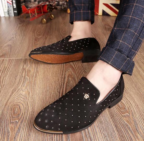 Promoción Nuevo 2019 primavera Hombres Mocasines de Terciopelo Zapatos de boda de Europa Estilo Bordado Negro azul Velvet Zapatillas Mocasines de conducción NX336