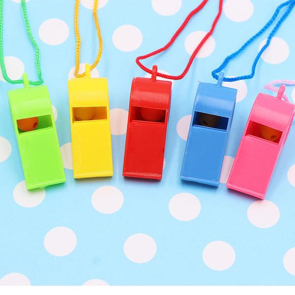 Sifflet en plastique de couleur aléatoire d'envoi de couleur avec des sifflets d'arbitre de lanière pour des sports de football d'école de football de plein air G765R F
