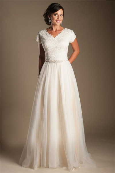 Ivory Short Sleeves Modest Wedding Dresses 2019 Cap Sleeves V Neck Buttons Lace Tulle Bridal Gowns A-line Inexpensive Wedding Gowns Sale