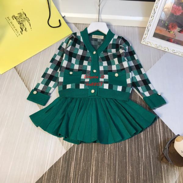 Mädchenröcke stellten Herbstkinderentwerfer-Kleidungsstrickjacke cardigan + skirt 2pcs neue Kaschmirstricksätze ein, die grün und rot sind