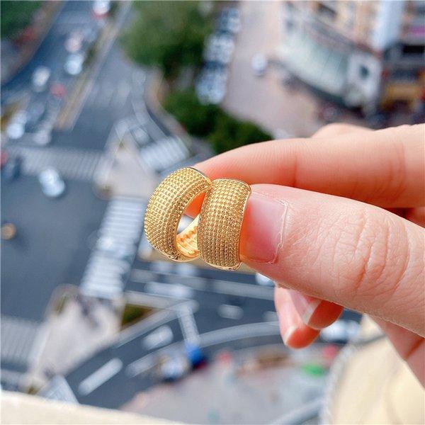Cina color oro