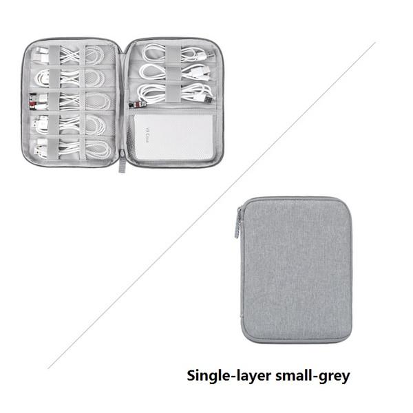 De una sola capa pequeña de color gris