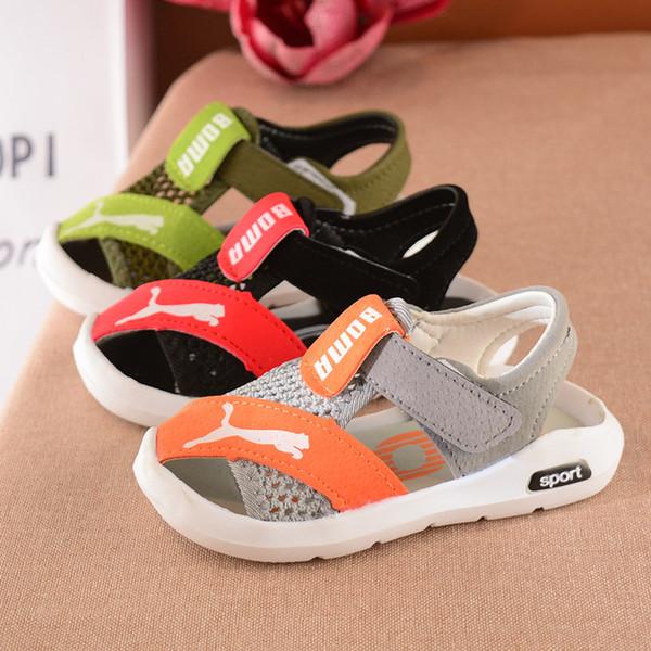 Высокое качество бренда летом новые детские сандалии baotou мальчики модные пляжные туфли детские спортивные сандалии с мягким дном нескользящей черный 2-6 лет