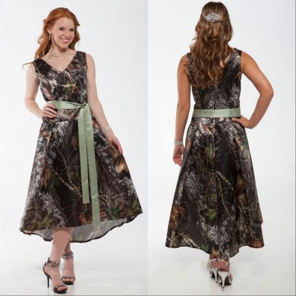 Camo Kısa Camo Balo Nedime Elbisesi V Boyun Çay Boyu Kamuflaj Gelinlikler Düğün Elbiseleri Saten Kanat ile