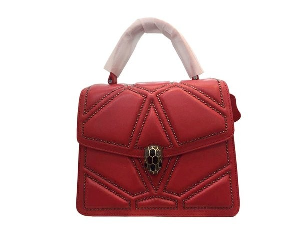 Star of the same style of womens handbags in 2019 leisure handbags Europe and the United States sheepskin factory supplies one by one