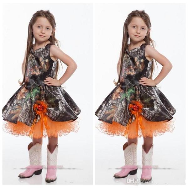 2020 arancione Spaghetti Breve Camo Flower Girl Dresses lunghezza del ginocchio dei fiori Handmade Ornata ragazze festa di nozze Abiti Bambino Vestito arancione