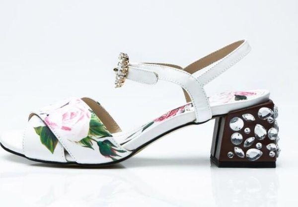 Beyaz Kristal Toka Kayış Kadın Sandalet Inek Deri Baskı Çiçek Burnu açık Kadın Ayakkabı Rhinestone Kare Topuk Kadın Pist Ayakkabı