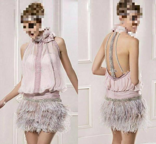 Vestido de diseñador 2019 Pink Chiffon Feather Fiesta corta Vestidos de baile Sin espalda de espalda Vestidos de noche formales africanos con cuentas Mini Bodycon
